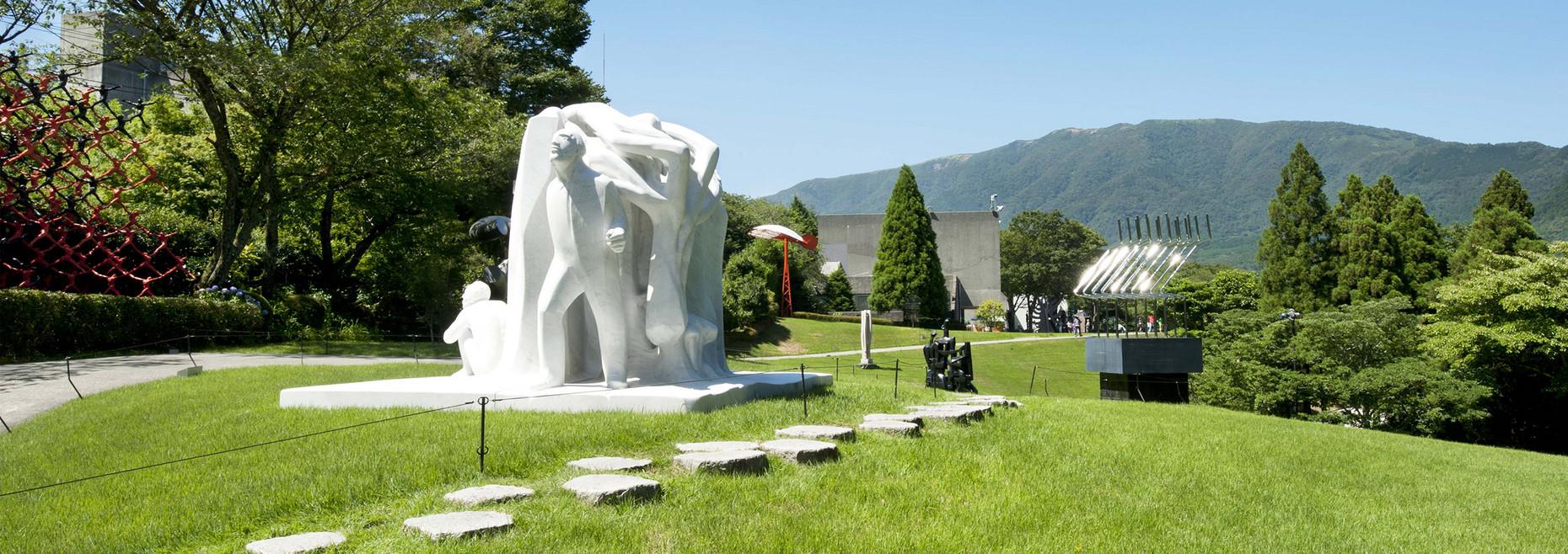 森 美術館 の 彫刻